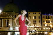 /portfolio/fashion-and-glamour_15_midnight-gown-makeup-street-fashion-italy-canalgrande-venezia-donutella.jpg